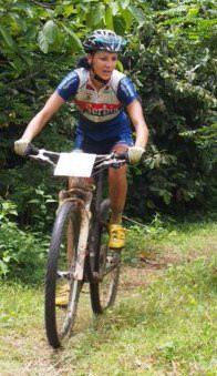 Grana malezijske dzungle polomila menjač na Jovaninom biciklu